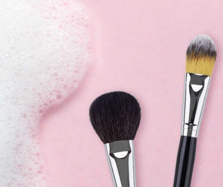 How to clean brush